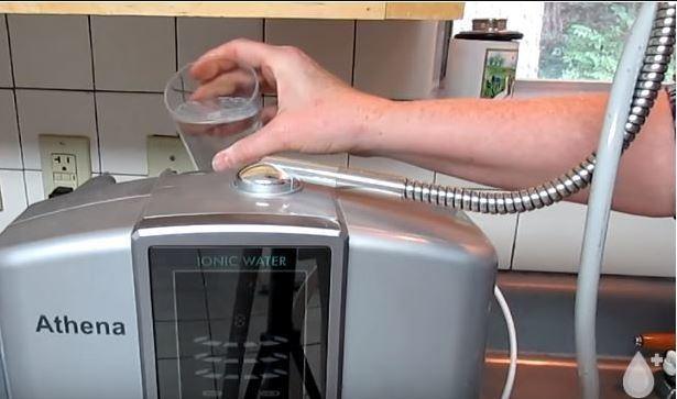 Washing water ionizer